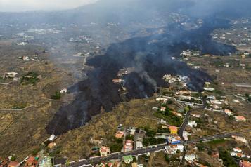 Éruption aux Canaries La lave avance lentement, mais jusqu'où?)