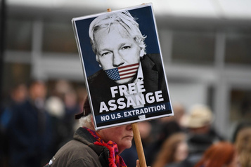 Demande d'extradition: deux versions d'Assange s'affrontent