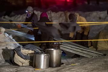 Saint-Lambert: les manifestants commencent à démonter leur campement