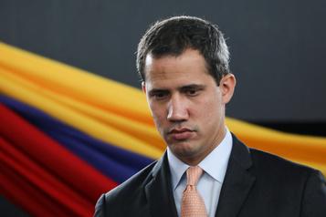Venezuela: des «tirs» poussent Guaidó à présider une séance hors du Parlement