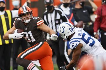 Browns de Cleveland  L'ailier rapproché Austin Hooper ratera le match de dimanche contre les Bengals)