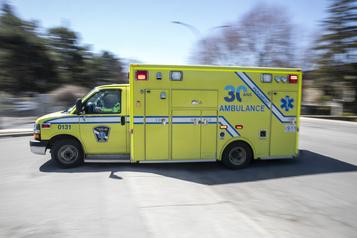 Un conducteur éjecté de son véhicule lors d'une sortie de route)