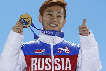 Le champion olympique de patinage russe Viktor Ahn prend sa retraite)