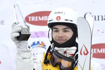 Ski acrobatique Mikaël Kingsbury se fracture des vertèbres à l'entraînement)