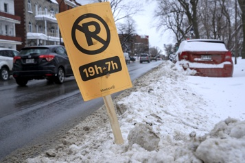 Montréal déclenche une opération de chargement de la neige)