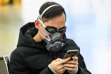 Virus: l'OMS appelle le «monde entier à agir», premières évacuations d'étrangers