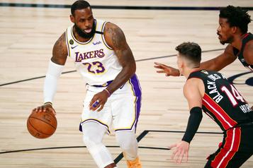 NBA LeBron James prolonge son contrat avec les Lakers: 85 millions sur deux ans)