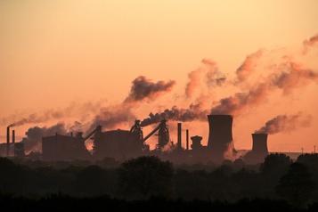 Pollution et gravité de la COVID-19: les chercheurs ne s'entendent pas)