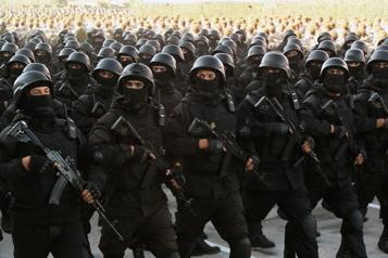 Le Tadjikistan prépare son armée face à l'avancée talibane)