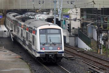 En pleine grève en France, une femme accouche dans une gare