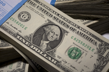 Le dollar américain se replie à la veille de la Fed)