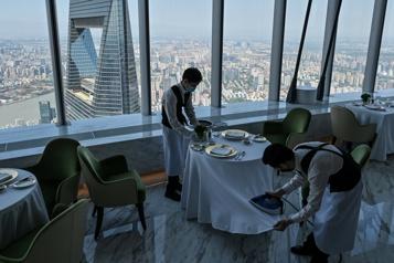 Le plus haut hôtel au monde ouvre ses portes à Shanghai)