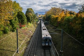 Transport collectif Le train de banlieue fait partie del'équation)