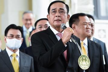 Thaïlande Le parlement convoqué, les manifestants augmentent la pression)