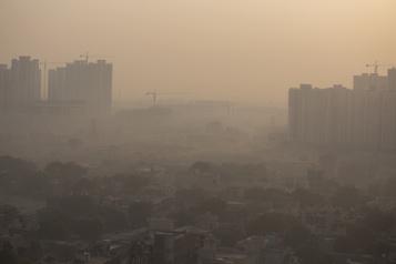 La pollution atmosphérique pourrait augmenter la mortalité par COVID-19 de 15%)