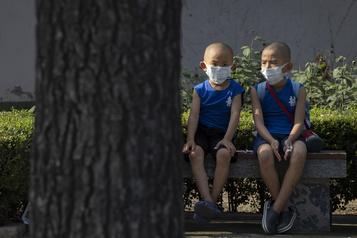 Le bilan de la pandémie dans le monde: plus de 569 000 morts)
