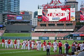 MLB Les Cardinals et les Brewers accèdent aux séries)