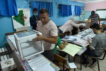L'Algérie dans l'attente après des législatives boudées par les électeurs)
