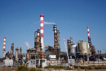 Le pétrole baisse, mais reste soutenu par le risque élevé en Arabie saoudite