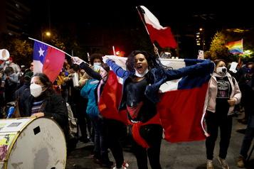 Les Chiliens ont voté en faveur d'une nouvelle Constitution)
