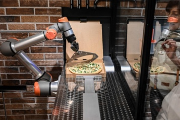Pazzi, le robot cuisinier en plein cœur de Paris)