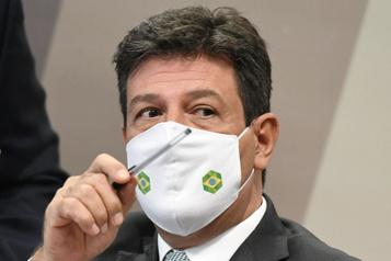 COVID-19 au Brésil Un ancien ministre de la Santé incrimine Bolsonaro)