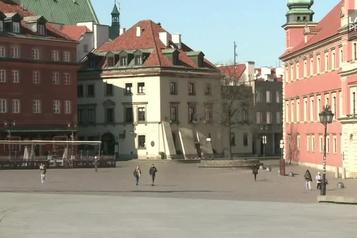 Pas plus de deux personnes ensemble dans la rue en Pologne