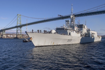 Les navires canadiens de combat coûteraient 17milliards de plus)