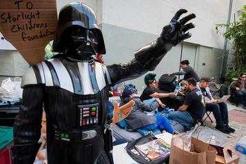 Des fans déjà en file pour voir le prochain Star Wars, une semaine avant