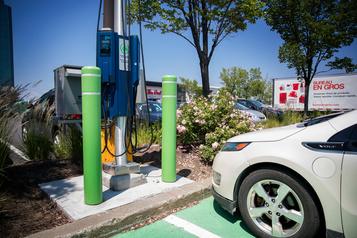 Les véhicules électriques, un défi pour les commerces et les stations-service