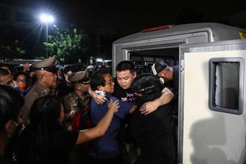 Thaïlande Trois leaders du mouvement pro-démocratie hospitalisés)