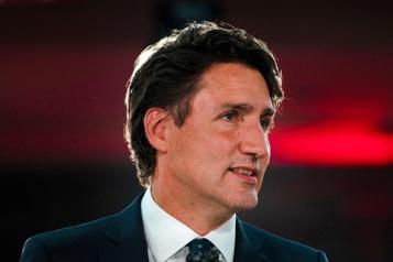 Retour aux Communes Trudeau poursuit ses discussions avec l'opposition