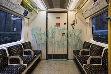COVID-19: les rats de Banksy effacés du métro de Londres)