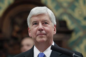 L'ex-gouverneur du Michigan inculpé dans le scandale de l'eau contaminée à Flint)