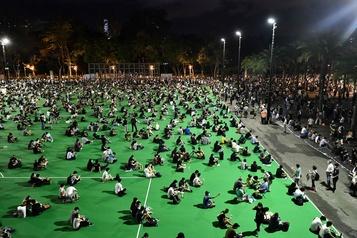 Des foules de Hongkongais commémorent Tiananmen, malgré l'interdiction)