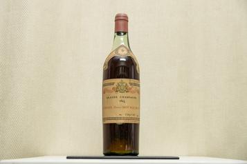 Un cognac vieux de 155ans vendu 6120$ à Montréal)