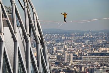 À 150 m de hauteur entre deux tours à Paris
