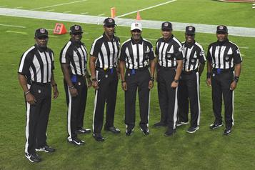 NFL Un groupe composé entièrement d'arbitres noirs écrit l'histoire)