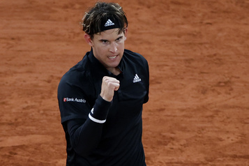 Roland-Garros Dominic Thiem évite le piège Martin Cilic et avance au tour suivant)