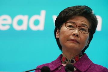 Hong Kong La dirigeante Carrie Lam privée de compte bancaire)