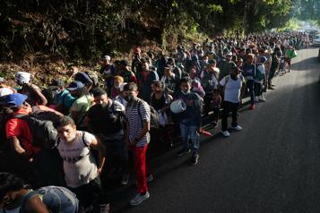 Une caravane de 300?migrants quitte le Mexique pour les états-Unis)