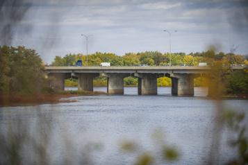 Remplacement du pont Gédéon-Ouimet Un nouveau tablier deux fois plus large