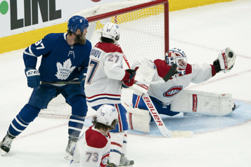 Les Maple Leafs battent le Canadien 5-2)