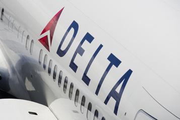 Un passager menace de «faire plonger» un avion)