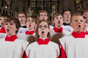 Réservée aux garçons depuis plus de mille ans  La chorale de la cathédrale de Rastibonne s'ouvre aux filles)