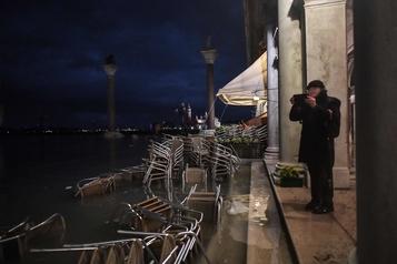 Venise touchée par une «acqua alta» historique