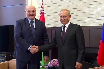 Biélorussie: Poutine «convaincu» que Loukachenko surmontera la crise)