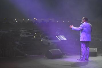 Marc Hervieux sous un concert de klaxons)