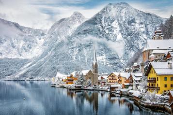 Halte aux touristes au village de la Reine des Neiges