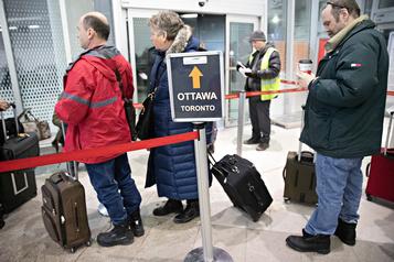 Départs de trains annulés: cohue dans les gares d'autocars